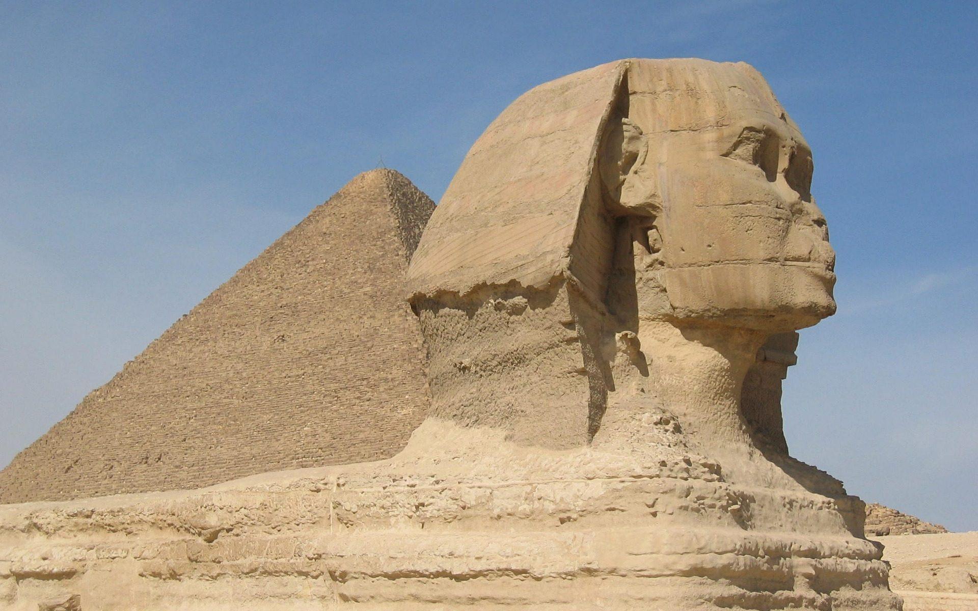 sphinx en piramide